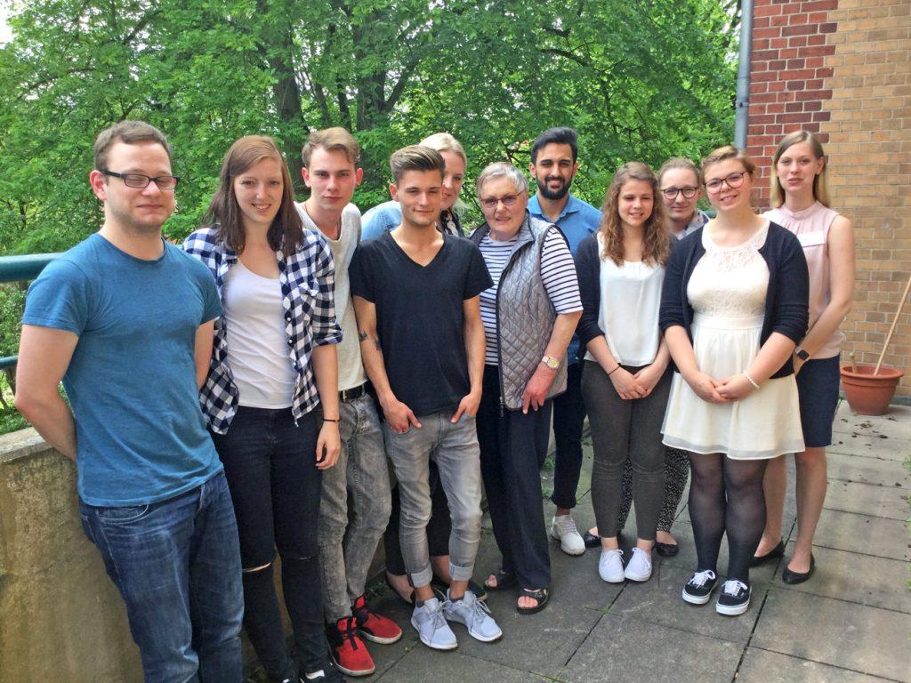 Der Ausbildungskurs Gesundheits- und Krankenpflege April 2015 der Schule für Pflegeberufe am städt. Klinikum Lüneburg