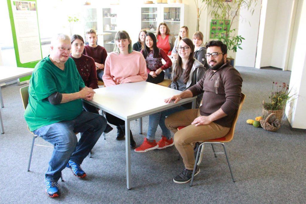 Schwestern und Pfleger im Bildungszentrum des Helios Klinikums Pforzheim