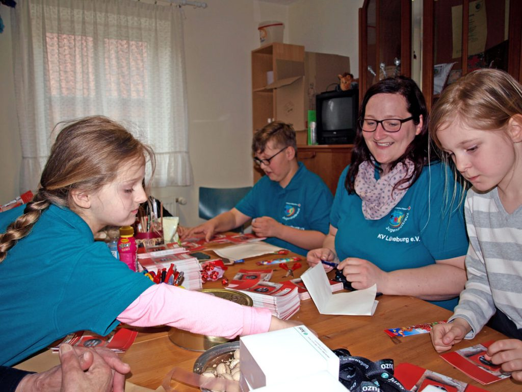 Das Jugendrotkreuz Amt Neuhaus unterstützt den Verein Phoenix Deutschland.